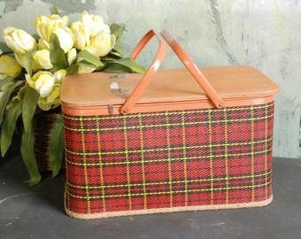 Vintage Redmon plaid picnic basket with pie shelf