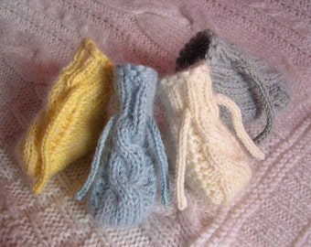 Scarpine neonato o neonata Cable hand knitted baby shoes booties
