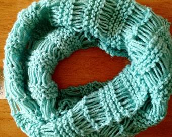 Drop-Stitch Cowl Scarf- Mint