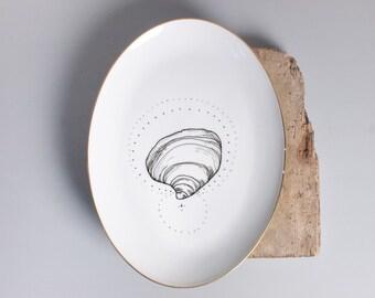 Serving Dish, handpainted // Vintage Platter. Illustrated plate.
