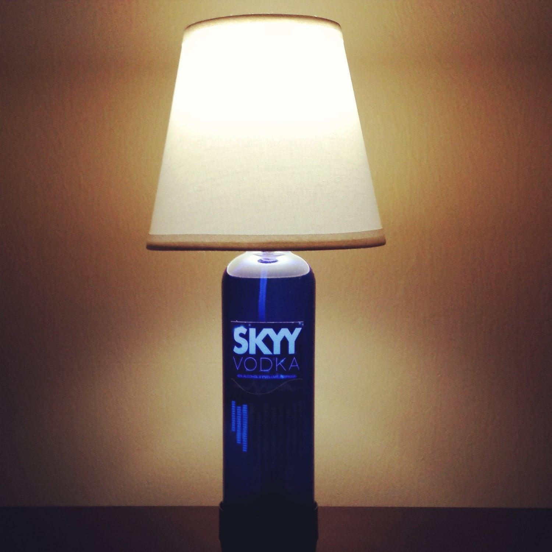 handgemachte led skyy vodka lik r flasche lampe von. Black Bedroom Furniture Sets. Home Design Ideas