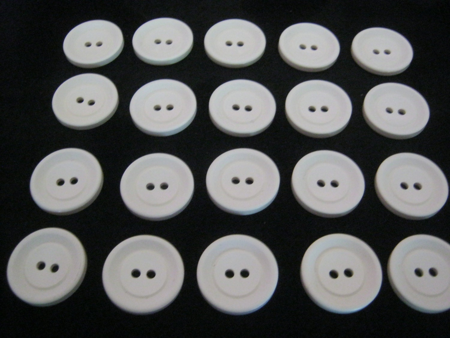 20 pieces of laundry buttons diameter ca 23 mm new l beck button manufactory from knopfshop. Black Bedroom Furniture Sets. Home Design Ideas