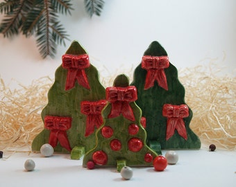 Christmas tree with red bows