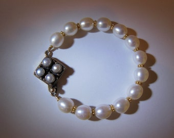 10 mm Freshwater Pearl and gold filled bead bracelet