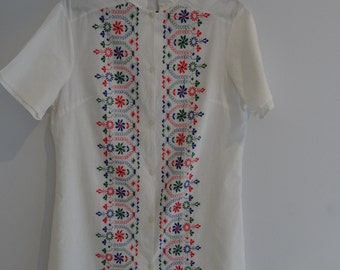1970s White embroided shirt dress