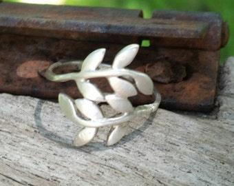 Delicate sterling silver leaf / nature ring.