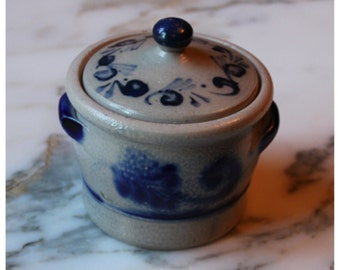 M5875 Vintage Pottery Jar in the (flo-blue) Style with Lid