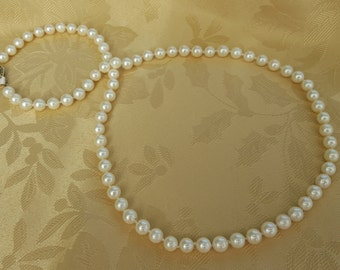 Genuine Japanese Akoya Pearls Handstrung on Single Knotted Silk Thread with 14 kt Gold Clasp Pearl Necklace