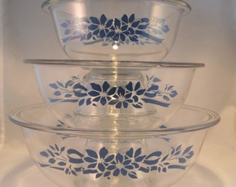 Set of 3 Matching Clear Glass Vintage PYREX bowls w/ Blue Floral Pattern 322 323 325