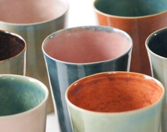 Versandbereit: Steinzeug Tassen, 6-er Set, innen-aussen zweifarbig glasiert, rosa, grün, blau, braun
