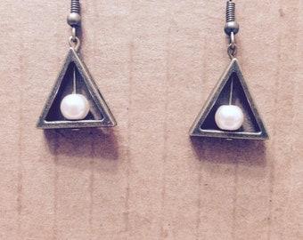 Pearl triangle earring