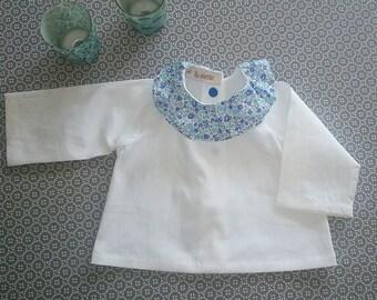 Chemisier. Chemisier liberty. Fille. col volanté en liberty bleu et coton blanc. pour fille.