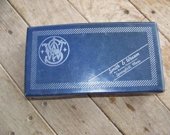 Vintage Smith & Wesson pistol model 19-3 box