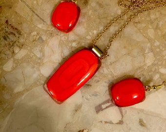 Red pendant and earrings set