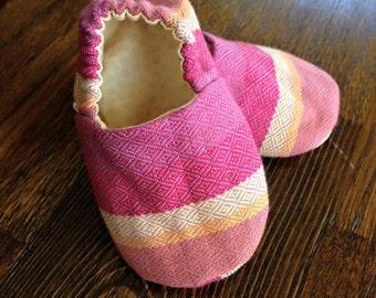 Wrap scrap soft sole shoes, size 2, 3-6 months