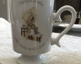"Classic 1980's Holly Hobbie Mug  ""Thankful hearts make every meal a feast"""