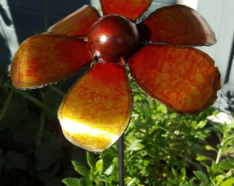 Metal Daisy Flower (rounded petals), Garden Art