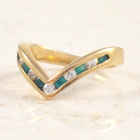 18k yellow gold and emerald ring