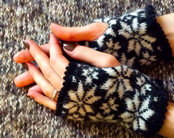 Black gloves without fingers white snowflakes gloves Nordic gloves fingerless mittens Warm wrist warmers scandinavian icelandic wool gloves