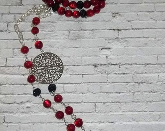Long necklace with bracelets