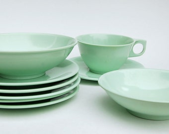 9 Piece Green Melamine Dishes Side Plates Cereal/Soup Bowl Cup and Saucer Fruit Nappie 60s Camping Picnic Melamac