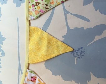 2.5 m of pretty bunting with 17 flags