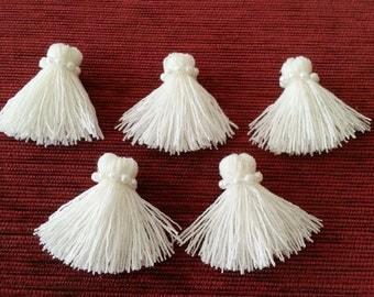 Free shipping!!!  Packs of 5 Tassels, white cotton tassel, handmade tassel, jewelry tassel, earring findings, tassel for decorate decoupage