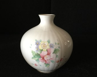 Vintage Royal Doulton Bud Vase, Summer Bouquet Pattern from 1980's. H5105