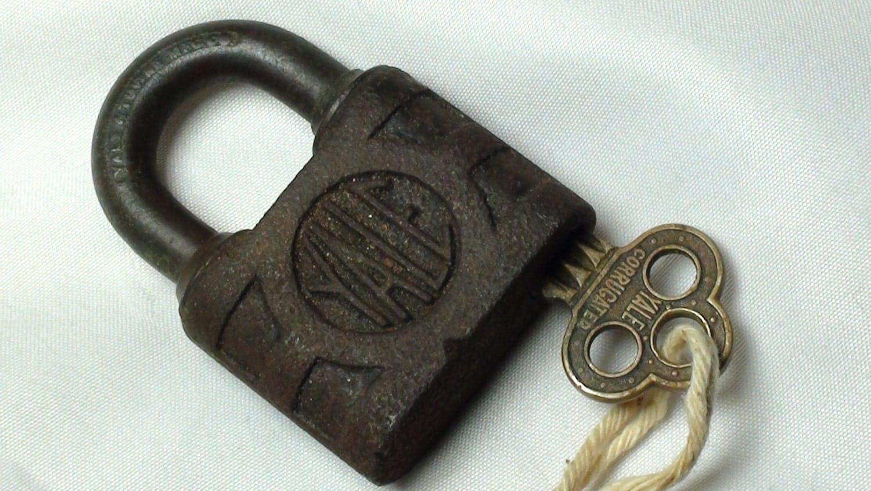 vintage yale lock with original key antique locks vintage. Black Bedroom Furniture Sets. Home Design Ideas