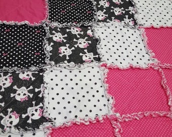 Bows and skulls rag quilt