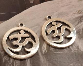 10 antique silver OM yoga charms  charm pendant pendants (X01)