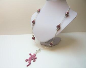Necklace pendant black speckled pink lizard long