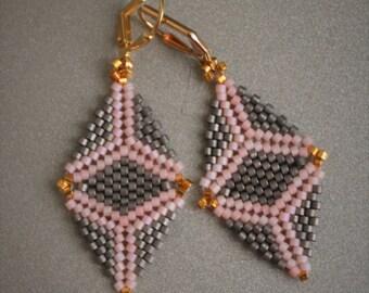 Boho earrings, grey-pink earrings, Beaded earrings, beadwork