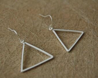 Earrings triangle matt silver