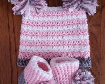 Crochet Pom Pom Hat with matching Pom Pom Booties, 0-3 month