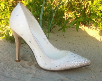 Ivory wedding satin high heel shoes with swarovski crystals Ivory wedding shoes Ivory crystal shoes