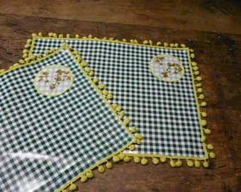 Placemats with dried Lady