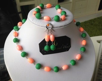 Jewellery set with orange and green
