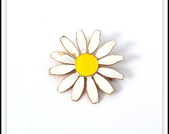 Vintage Metal Enamel Flower Brooch Pin - White Daisy Flower Pin - Vintage Jewelry