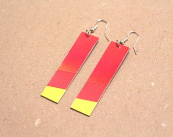 "Paper earrings ""Colorado"" - Pendent earring red with a yellow tip"