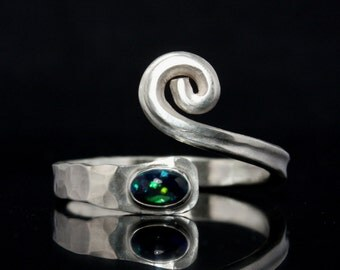Arstract opal ring -- Unique artisan design ring out of Sterling Silver -- Hammered / forged goldsmithing ring