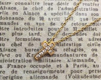 An 18ct Gold Diamond Cross Pendant Necklace