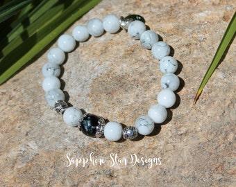 White and Black Glass Bead Stretch Bracelet