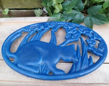 Below of dish in cast iron, blue, made in france, brand invicta, protects table, support for pan, table decoration