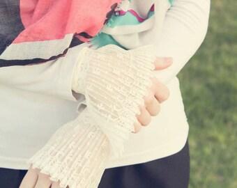 Vintage Cream Lace Cuffs