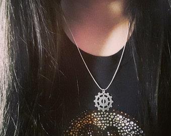 Lexa/Heda 'Helm of Awe' Silver Pendant Necklace