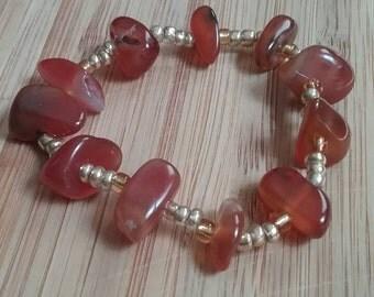 Carnelian agate and gold stretch bracelet