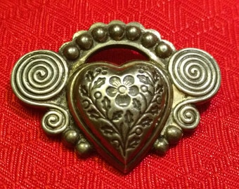 Heart brooch pin kelt.