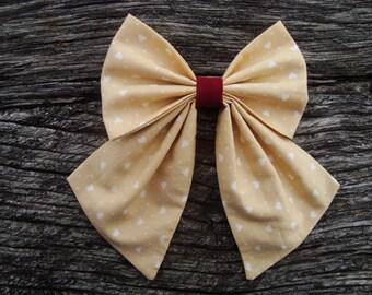 Bow tie brooch beige