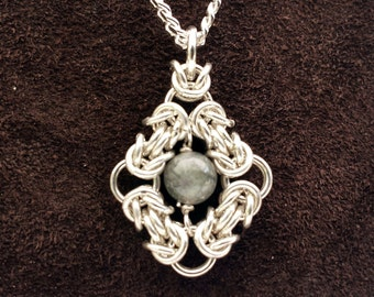 Byzantine Eye Chainmail Pendant - Sterling Silver with Labradorite